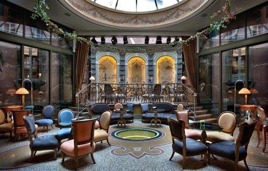 Chateau Monfort: Loungebar Mezzanotte