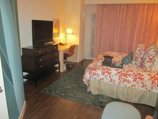 Hotel Indigo San Diego Gaslamp Quarter: Inside room