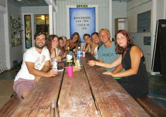 Honu'ea International Hostel Kauai : Great evening with friends!