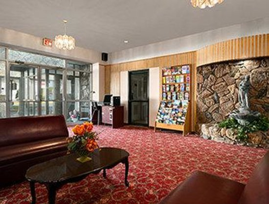 Howard Johnson Cornwall : Lobby