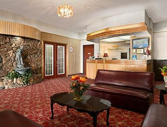 Howard Johnson Cornwall : Front Desk