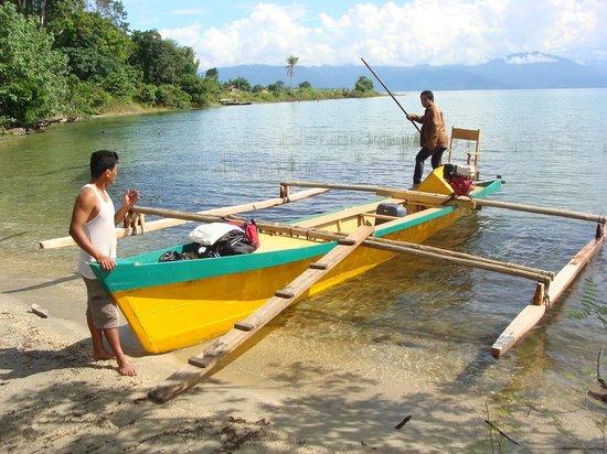 Motor prauw Tando Bone resort, Poso meer