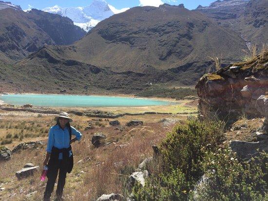 Llanganuco Mountain Lodge: Lake of Keushu, right down the lodge
