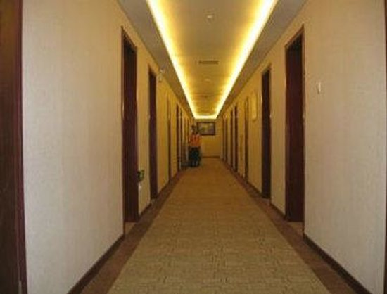 Super 8 Hotel Jinan International Airport: Hallway