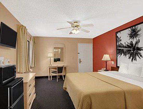 Super 8 El Centro: Standard King Room