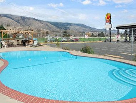 Super 8 Kamloops East: Pool