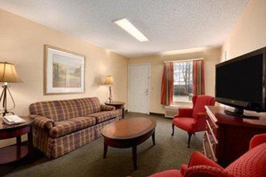 Baymont Inn & Suites Gaffney: Living Room