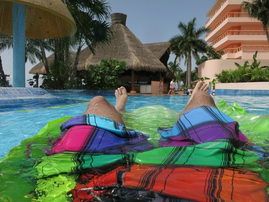 El Cozumeleño Beach Resort: Pool day