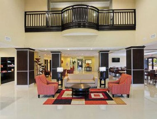 Wingate by Wyndham Lake Charles Casino Area : Lobby