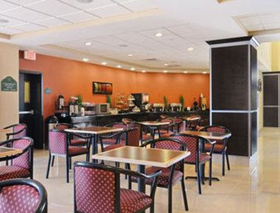Wingate by Wyndham Lake Charles Casino Area : Breakfast Area