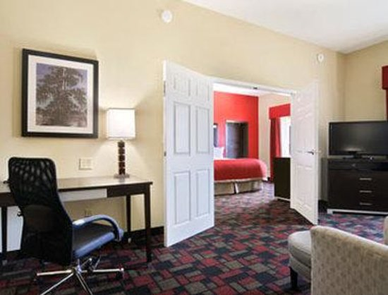 Wingate by Wyndham Lake Charles Casino Area: Suite