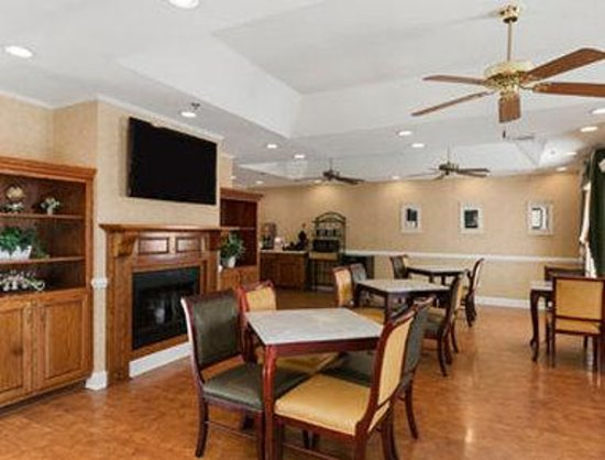 Baymont Inn & Suites Lakeland: Breakfast Area