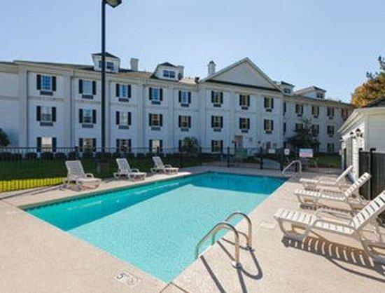 Baymont Inn & Suites Lakeland: Pool