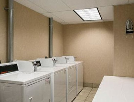 Baymont Inn & Suites Indianapolis West: Guest Laundry