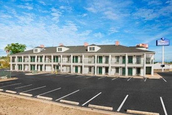 Baymont Inn & Suites Greenville: Welcome to the Baymont Inn and Suites Greenville, AL