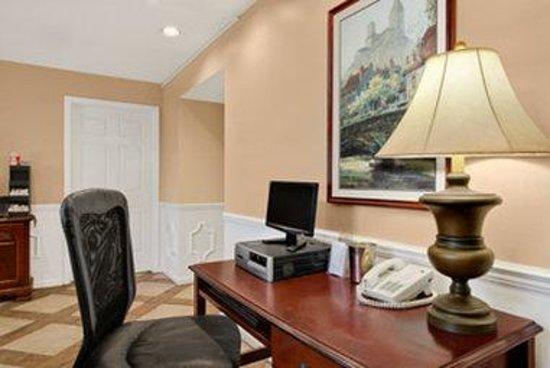 Baymont Inn & Suites Tuscaloosa: Lobby
