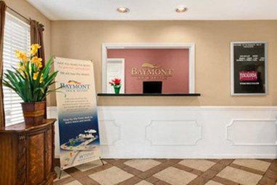 Baymont Inn & Suites Tuscaloosa: Front Desk