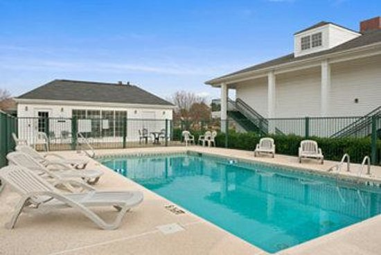 Baymont Inn & Suites Florence/Muscle Shoals: Pool