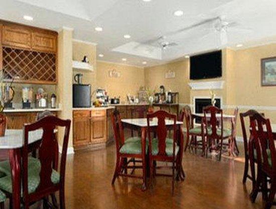 Baymont Inn and Suites Jacksonville/at Butler Blvd.: Breakfast Area