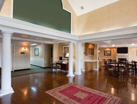 Baymont Inn & Suites Ormond Beach: Lobby