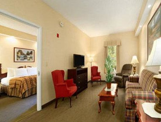 Baymont Inn and Suites Jacksonville/at Butler Blvd.: Suite