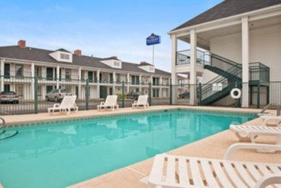 Photo of Baymont Inn & Suites Tuscaloosa