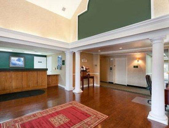 Baymont Inn & Suites Ormond Beach: Front Desk