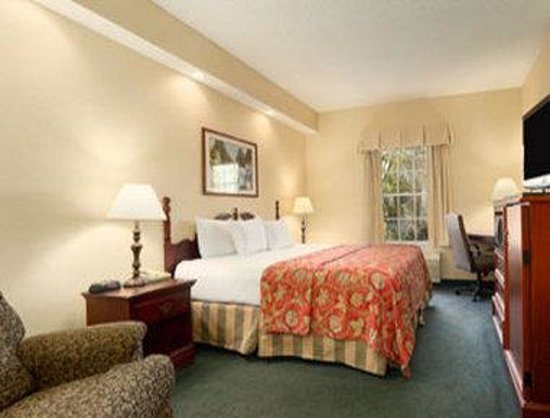 Baymont Inn and Suites Jacksonville/at Butler Blvd.: Standard King Room
