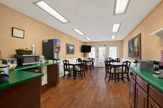 Baymont Inn & Suites Easley/Greenville: Breakfast Area