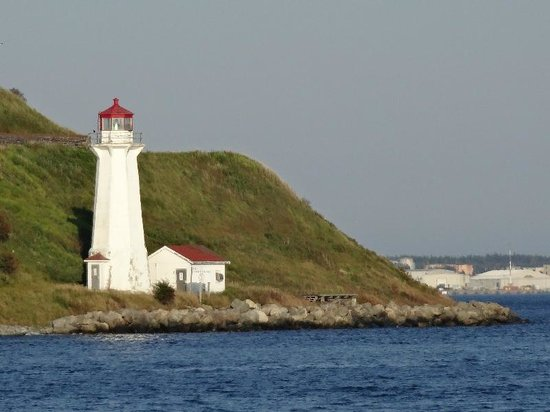 Halifax Waterfront Boardwalk: Halifax Lightouse02