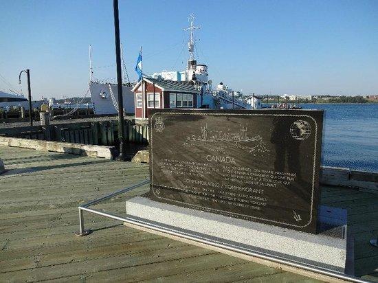 Halifax Waterfront Boardwalk: Halifax BW05