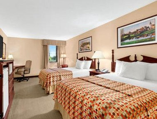 Baymont Inn & Suites Elkhart: Standard Two Double Bed Room