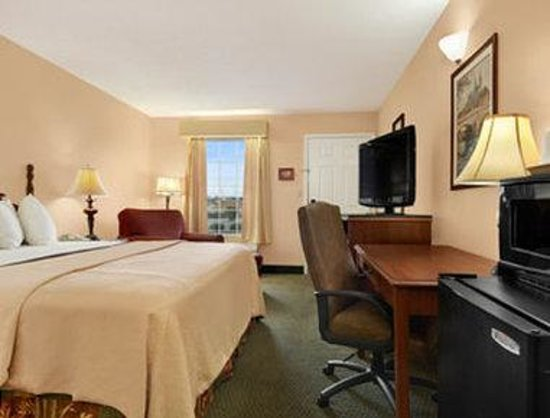 Days Inn Americus: Standard King Room
