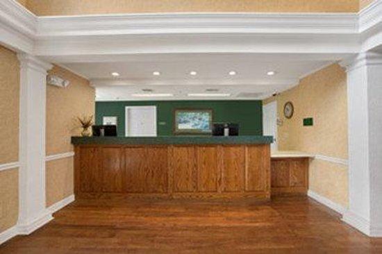 Baymont Inn & Suites Lafayette Airport: Lobby
