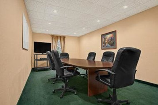 Baymont Inn & Suites Lafayette Airport: Meeting Room
