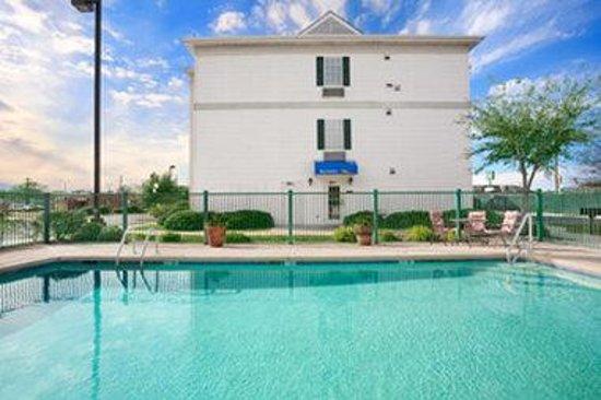 Baymont Inn & Suites Lafayette Airport: Pool