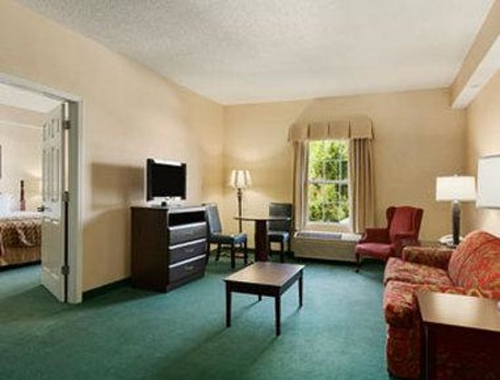 Baymont Inn & Suites Henderson Oxford: Suite