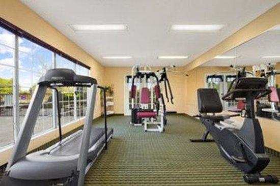 Baymont Inn & Suites Dunn: Fitness Center