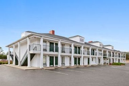 Baymont Inn & Suites Sanford: Welcome to the Baymont Inn and Suites Sanford