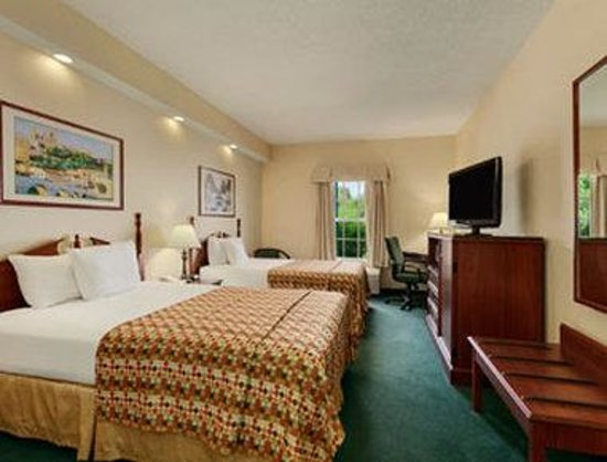 Baymont Inn & Suites Henderson Oxford: Guest Room with Two Beds