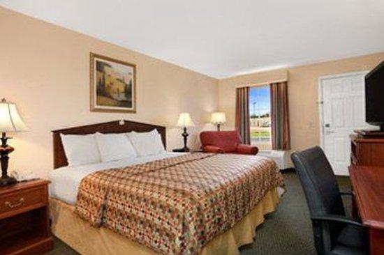 Baymont Inn & Suites Sanford: Standard King Room