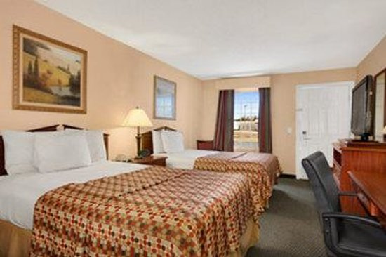 Baymont Inn & Suites Sanford: Standard Double Room