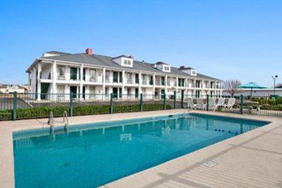 Photo of Baymont Inn & Suites Sanford