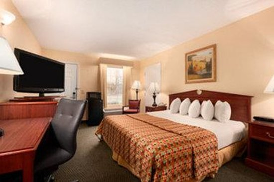 Baymont Inn & Suites Duncan/Spartanburg: Accessible King Room