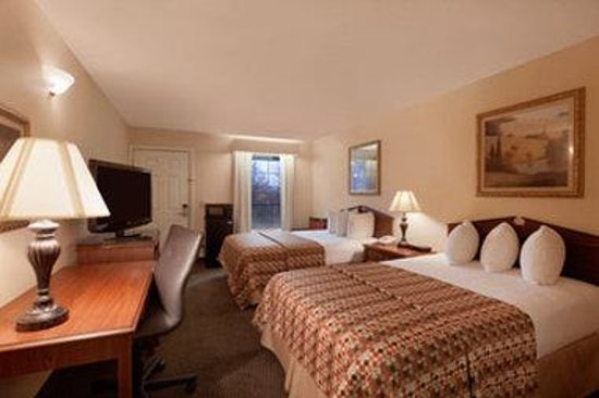 Baymont Inn & Suites Duncan/Spartanburg : Standard Double Room
