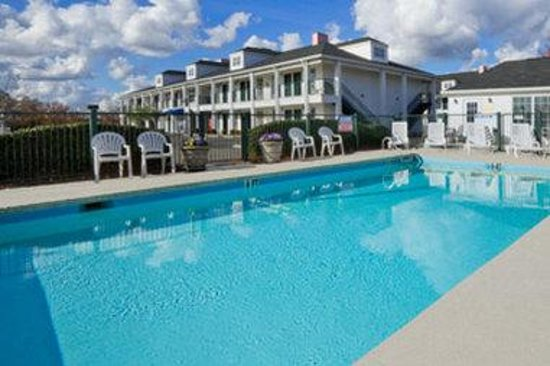 Baymont Inn & Suites Georgetown/Near Georgetown Marina: Pool