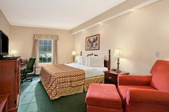 Baymont Inn & Suites Martinsville: Standard King Room