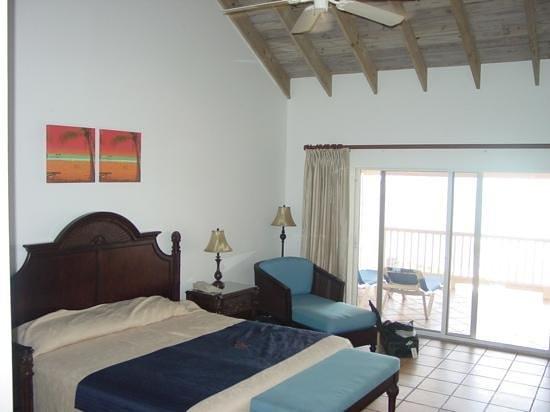 St. James's Club & Villas : Oceanside Room with big balcony