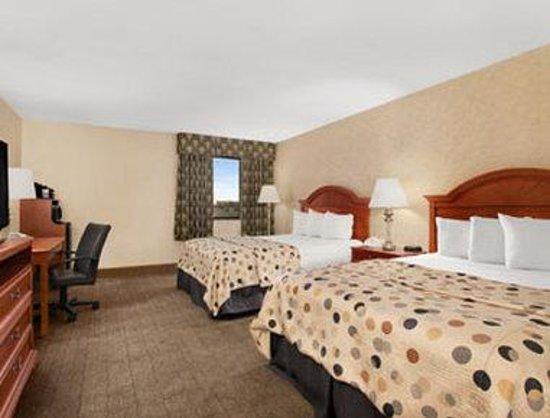 Howard Johnson Evansville East: Standard Double Room