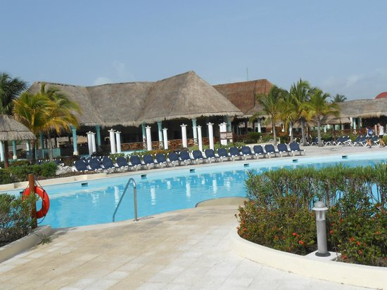 Grand Palladium White Sand Resort & Spa: wonderful places to eat and swim up bars